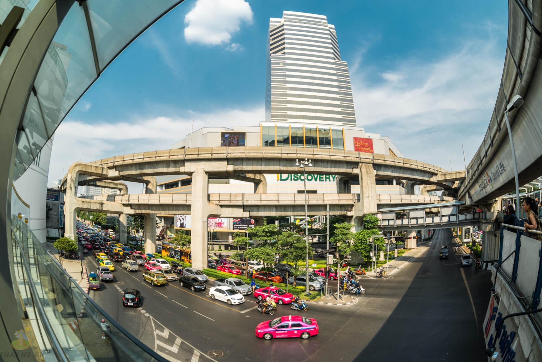 Перекресток в центре Бангкока