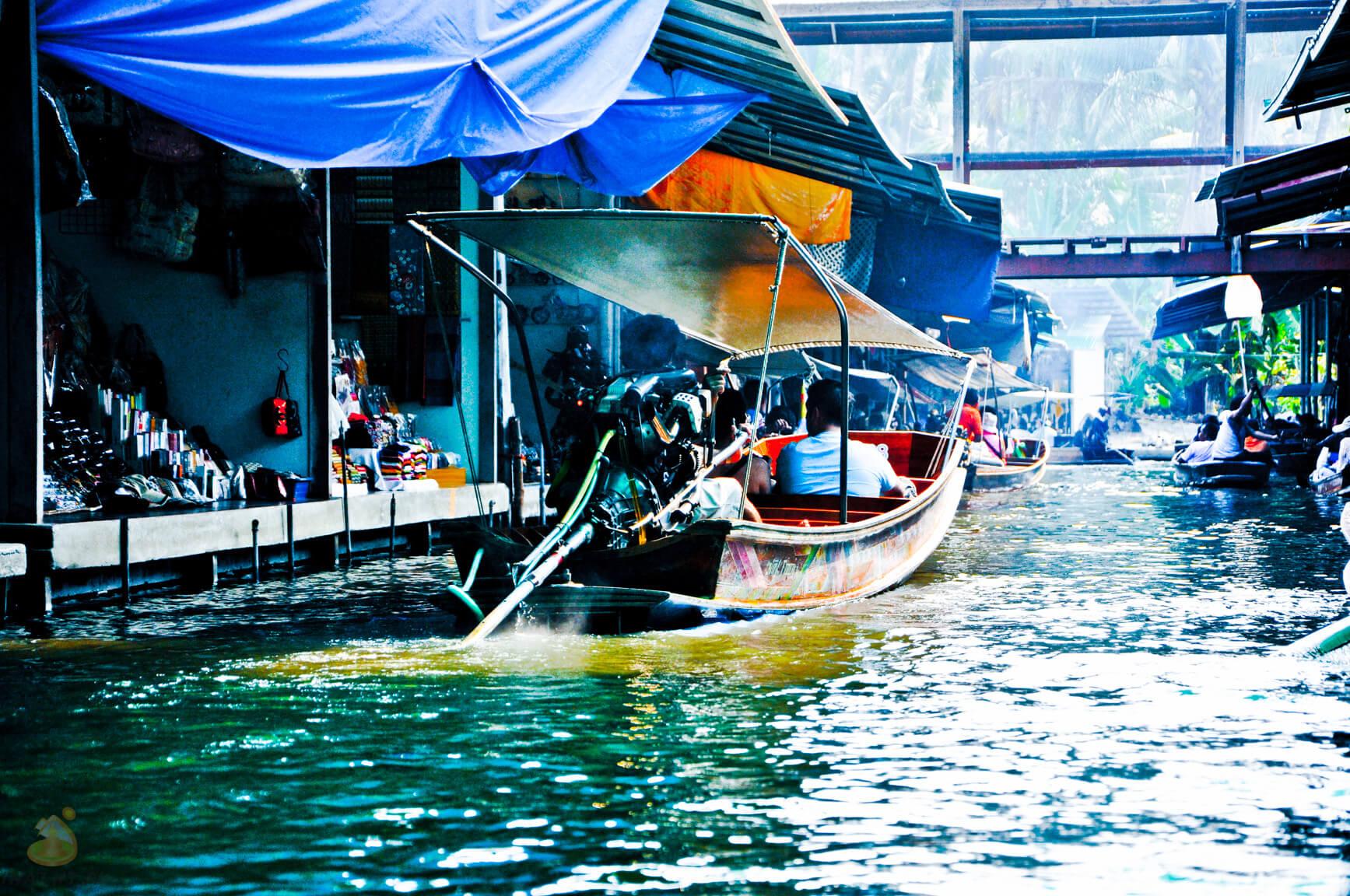 На лодке через рынок (Квай)