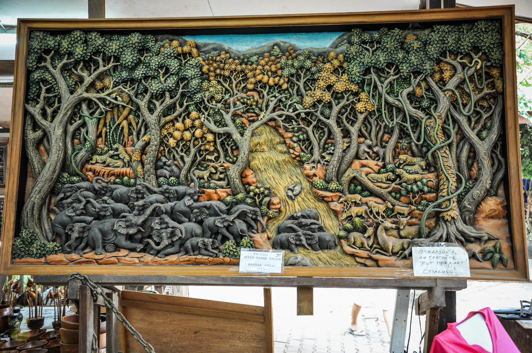 Эпизод из джунглей, резба по дереву