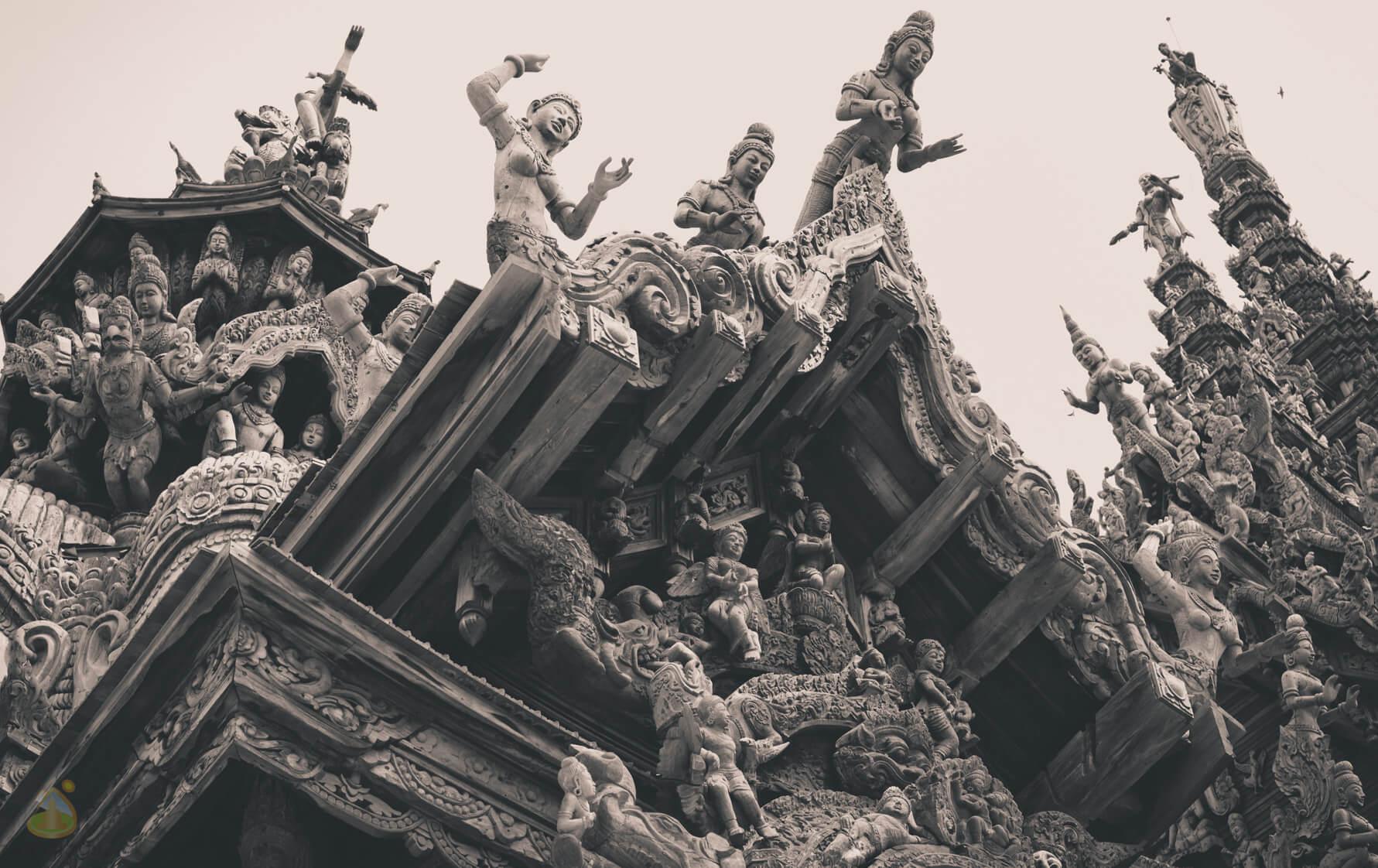 Храм Истины, скульптуры