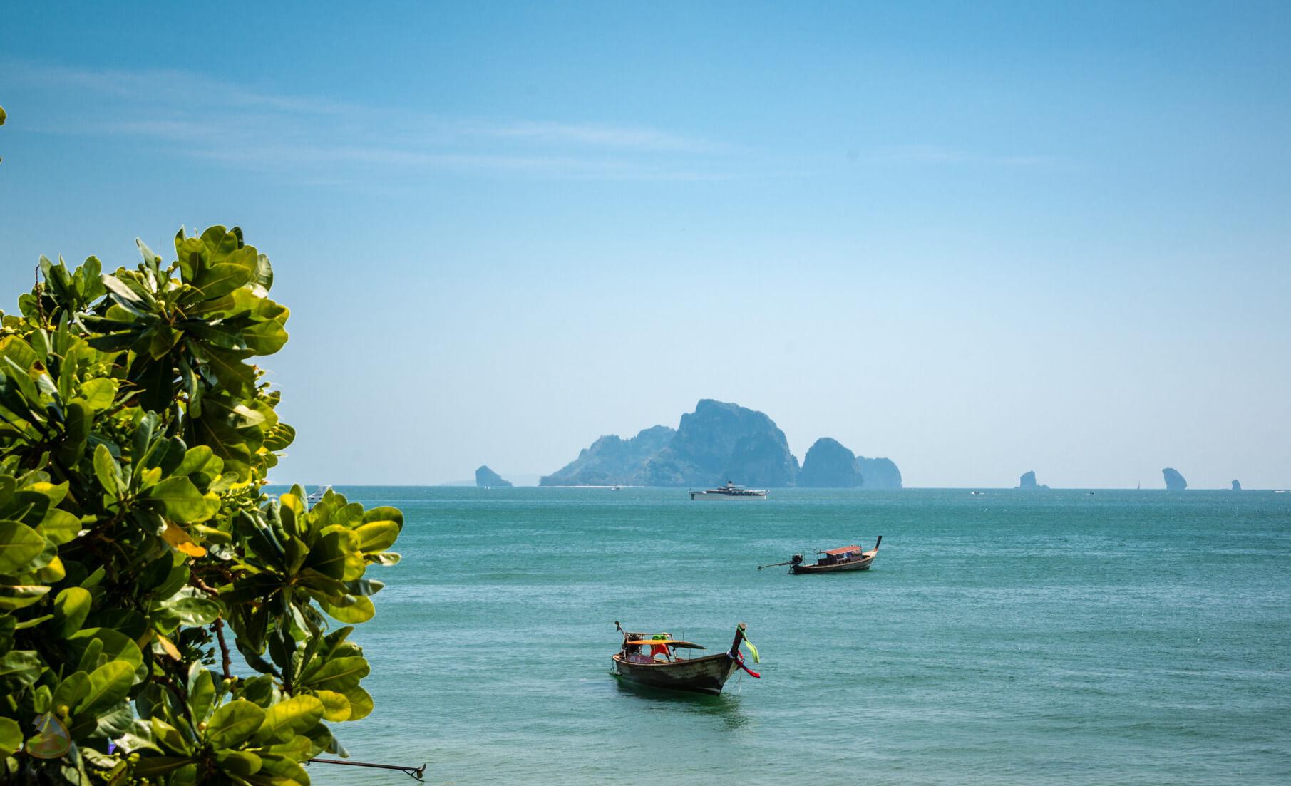 Вид с берега на Ao Nang