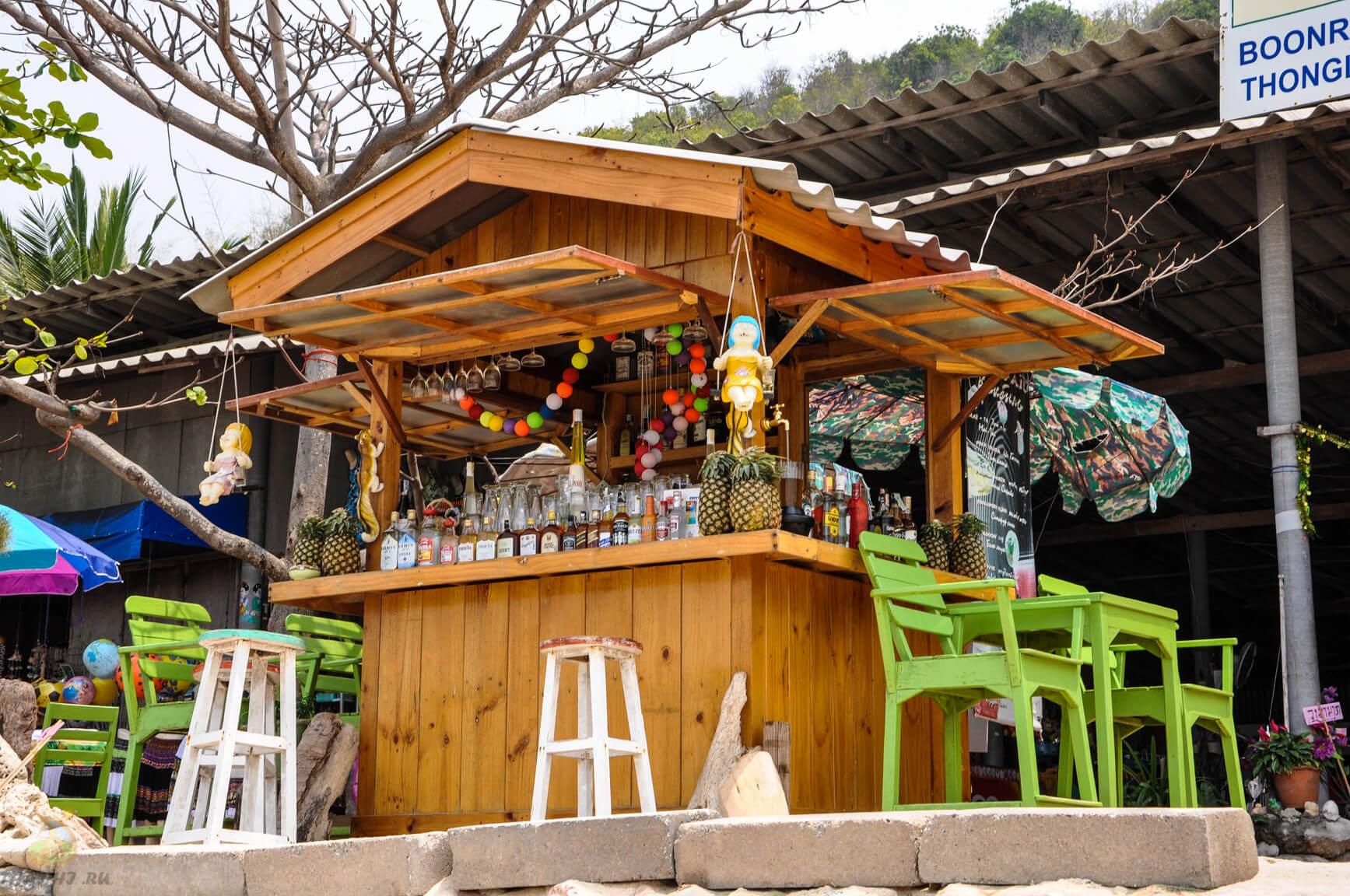 Лежаки и кафе на Ко Лане - Tonglang Beach