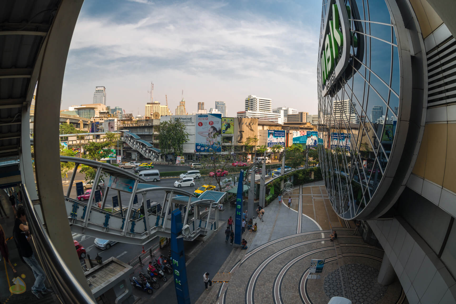 Мост у МВК в Бангкоке