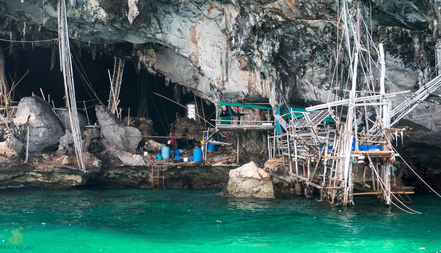 У входа в Viking Cave