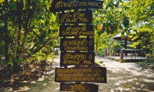 Таблички на пути к Изумрудному озеру