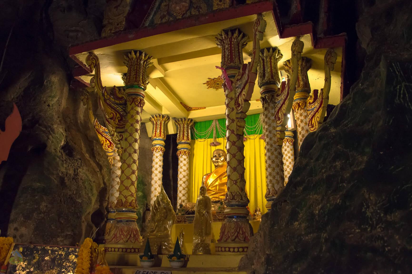 Suwan Kuha Temple - алтарь