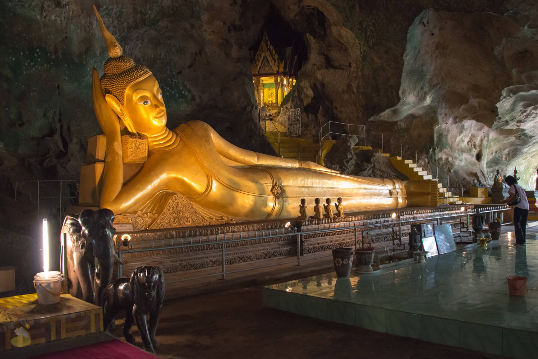 Статуя Будды в Suwan Kuha Temple