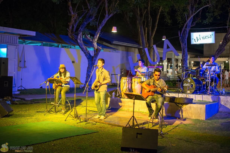 Музыканты на рынке Цикада