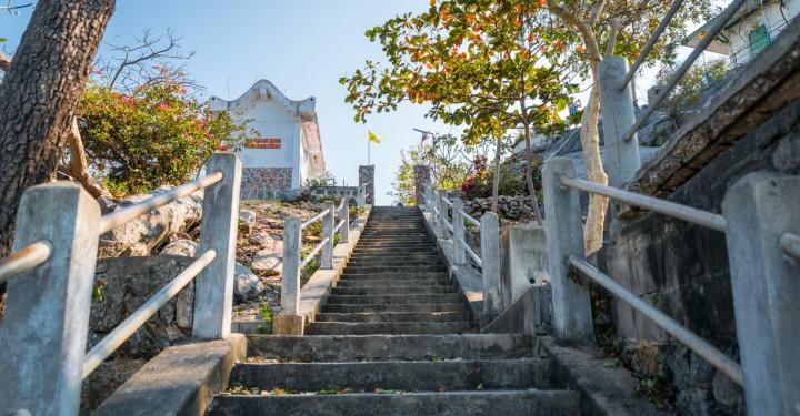 Hua_Hin_Khao_Takiab_Temple-23