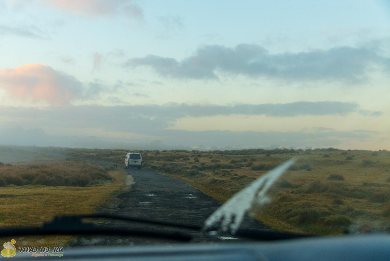 Дорога в Horton Plains на автомобиле