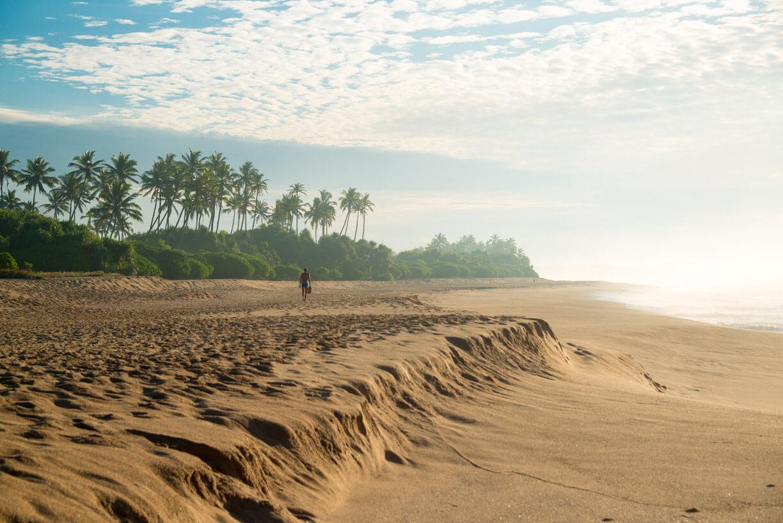 Прогулки на пляже в Тангалле