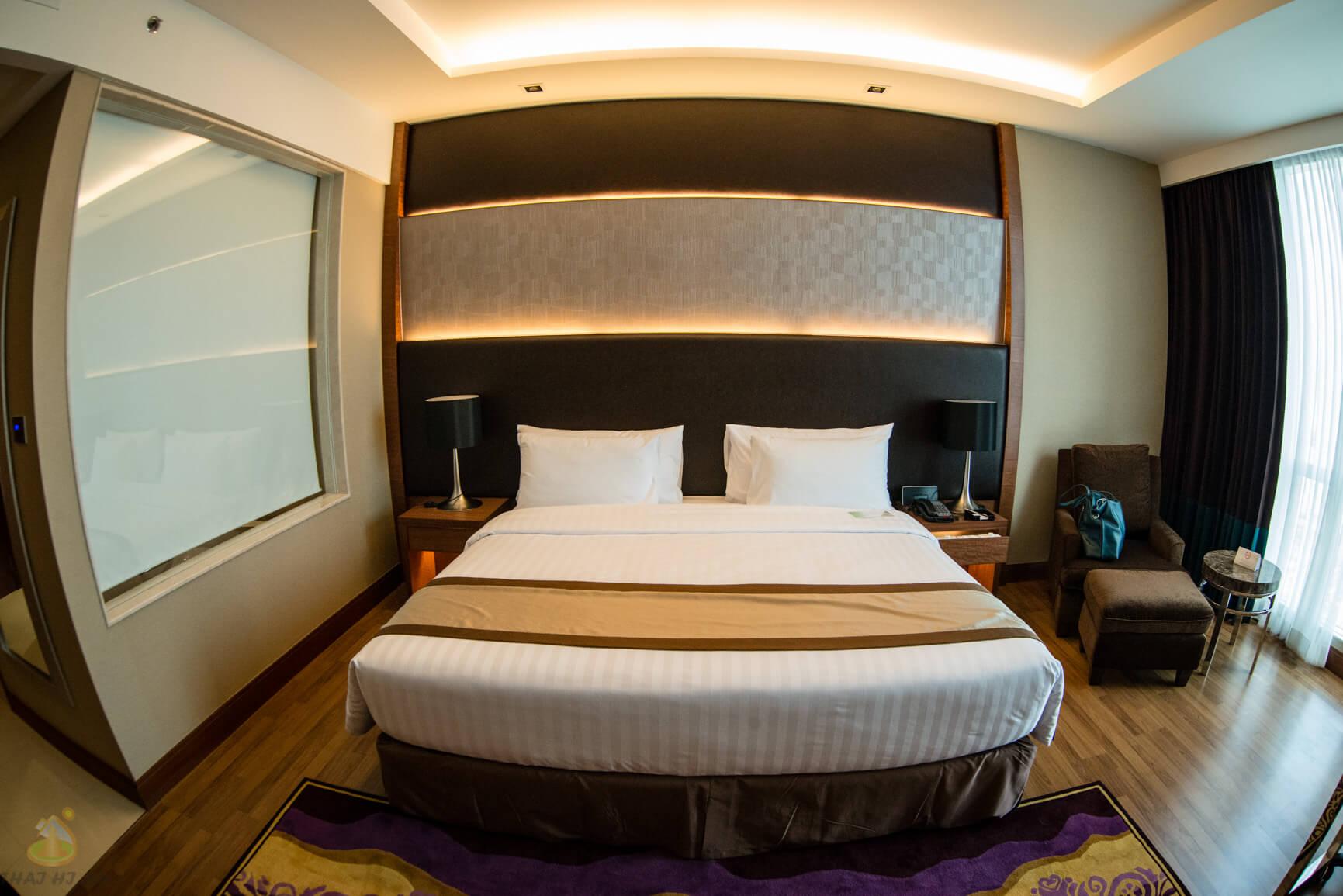 Огромная кровать в нашем отеле, Бангкок