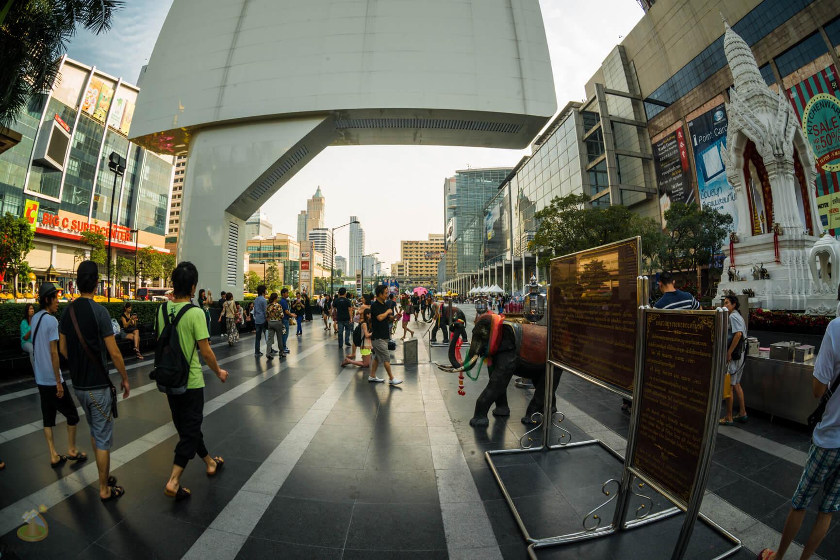 Огромный экран в Бангкоке