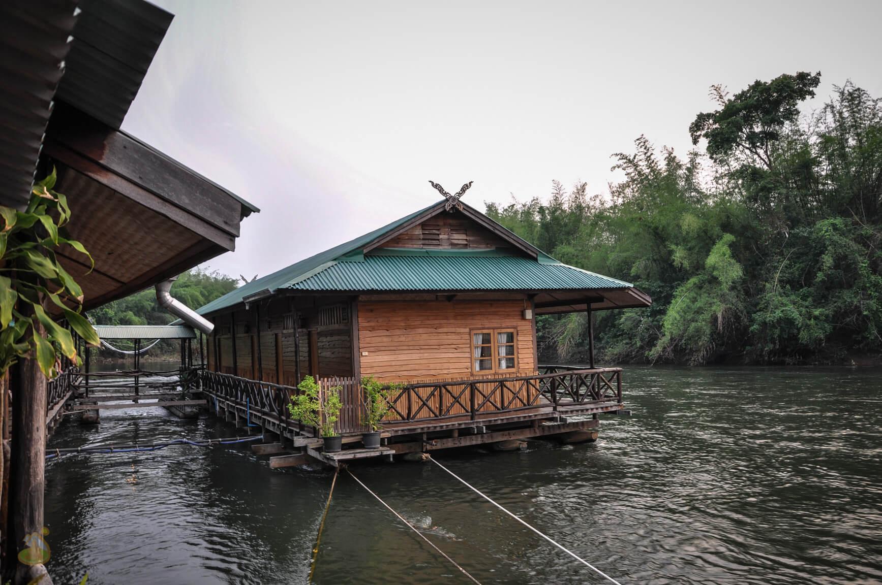 Отель на воде, Квай