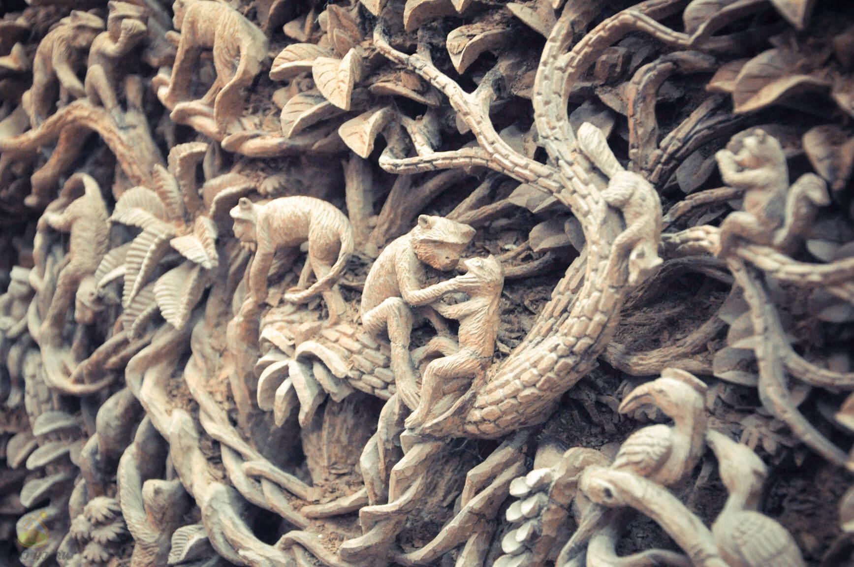 Картина с обезьянами на тиковой фабрике