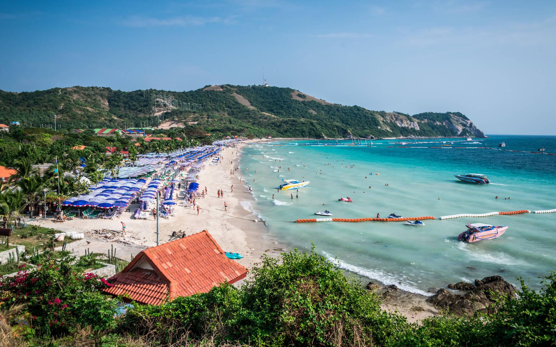 Samae Beach - хороший пляж на острове Ко Лан
