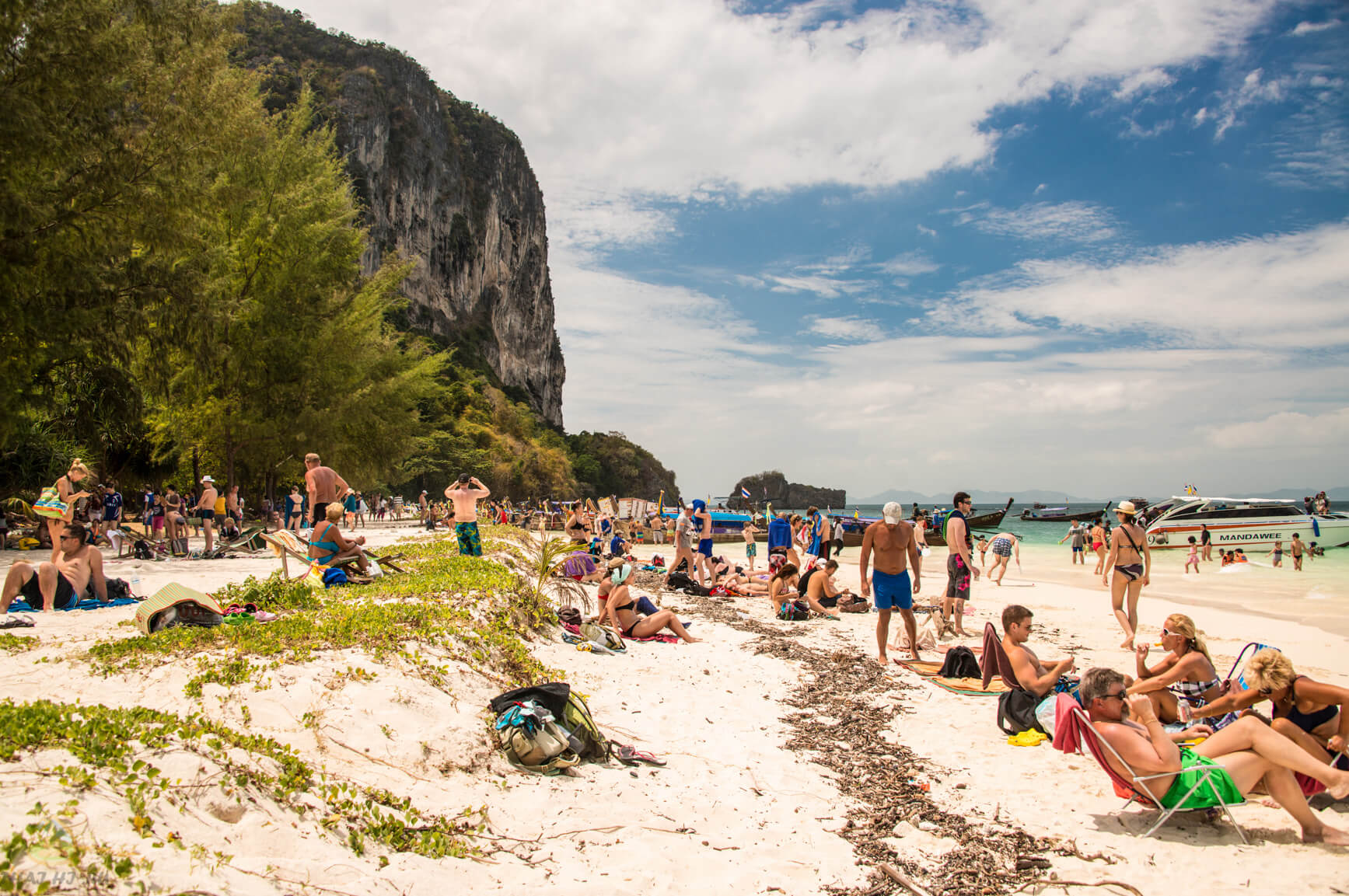 Пляж на острове Пода