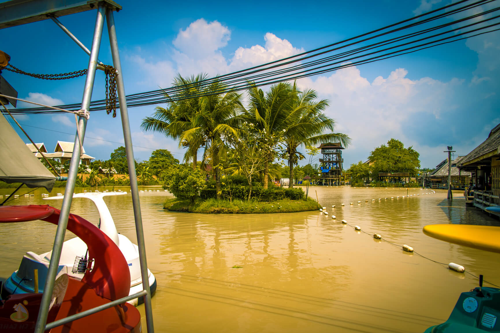 Катание по водоему на Floating Market