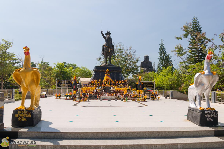 Wat Huay Mongkol - статуи