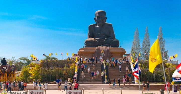 Храм Wat Huay Mongkol в Hua Hin
