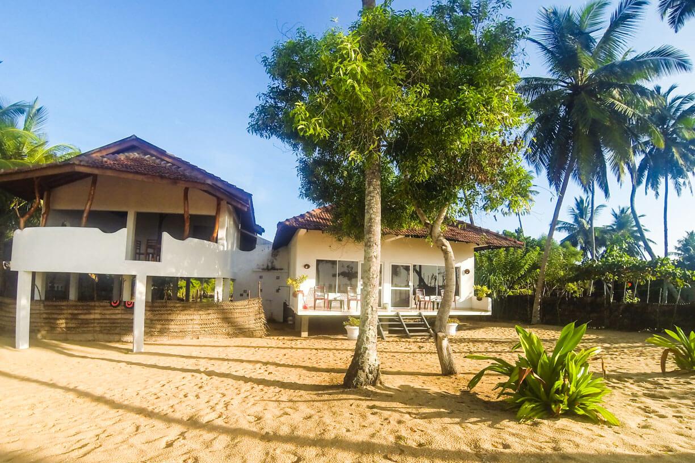 Отель на берегу в Тангалле